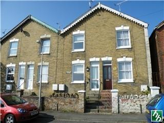 Arctic Road, Cowes. 2 bedroom house
