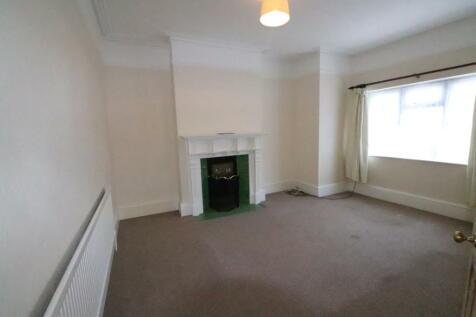 Westcliff Park Drive, Southend. 3 bedroom house