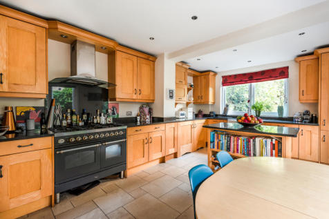 Gilbert Road, Bromley, BR1. 4 bedroom house