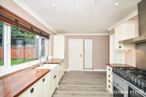 Round Grove, Croydon CR0. 4 bedroom detached house