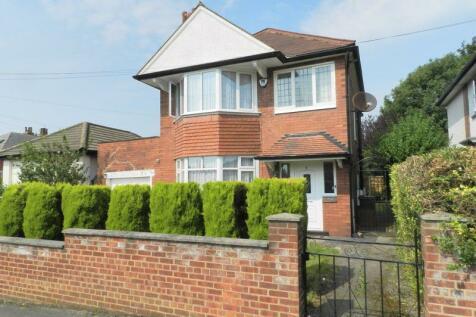 Moor Grange Drive, Leeds. 3 bedroom detached house