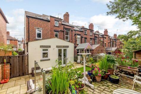Wilton Grove, Leeds. 5 bedroom end of terrace house