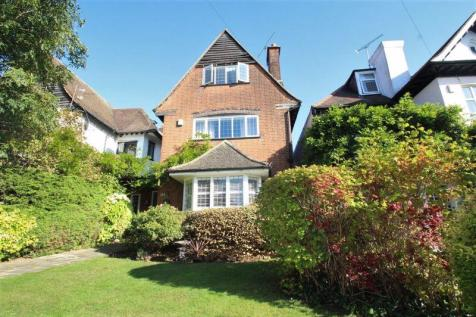 WONDERFUL 5 BEDROOM DETACHED PERIOD PROPERTY - Crowstone Road, Westcliff-On-Sea. 5 bedroom detached house for sale