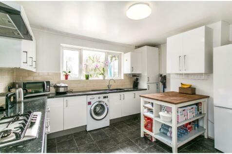 Berkeley Avenue, Poole, Dorset, BH12. 4 bedroom bungalow