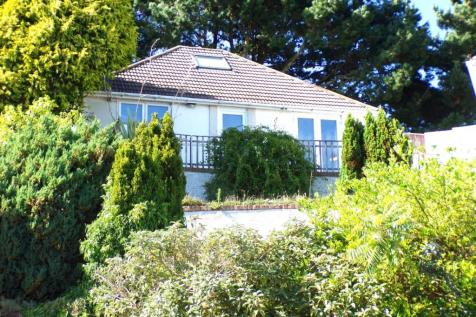 Connaught Crescent, Branksome, Poole, BH12. 2 bedroom bungalow