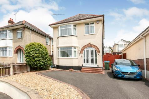 Playfields Drive, Poole, BH12. 3 bedroom detached house