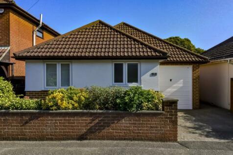 Buckingham Road, Parkstone, Poole, BH12. 4 bedroom bungalow