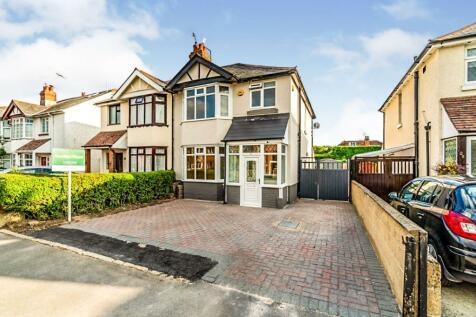 Rushington Avenue, Totton, Southampton, Hampshire, SO40. 3 bedroom semi-detached house