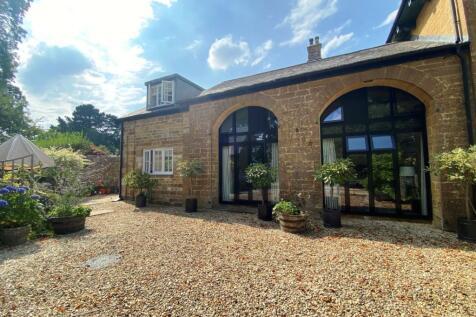 Aldon House, Dorchester Road, Yeovil, Somerset, BA20. 4 bedroom terraced house