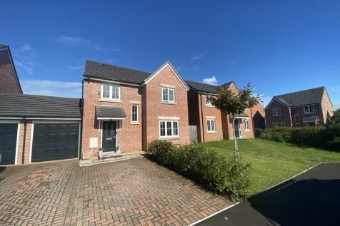 Harbin Close, Yeovil, Somerset, BA21. 4 bedroom detached house
