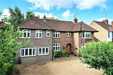 London Road, Boxmoor, Hemel Hempstead, Hertfordshire, HP3. 5 bedroom detached house
