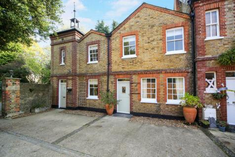 The Heath, Weybridge, KT13. 2 bedroom cottage