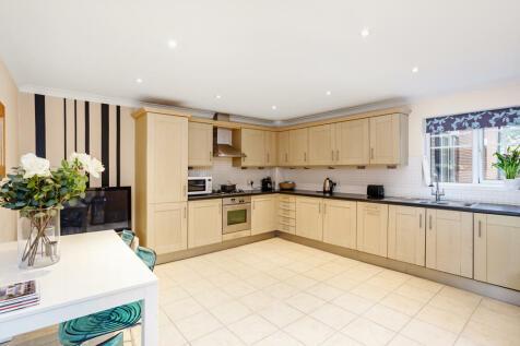 Bridgewater Road, Weybridge, KT13. 2 bedroom apartment