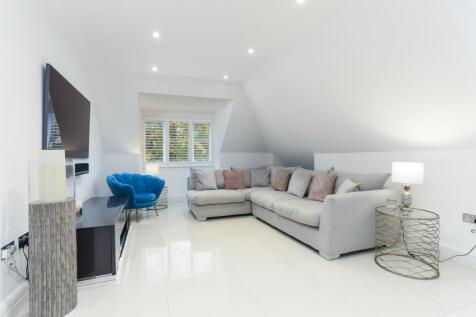 Gower Road, Weybridge, KT13. 2 bedroom apartment