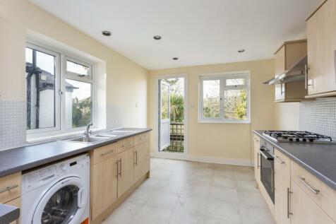 Gladstone Road, Wimbledon, SW19. 2 bedroom flat