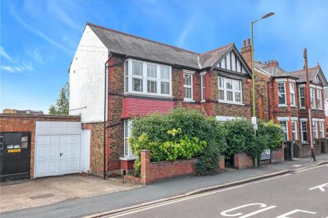 Farraline Road, Watford, Herts, WD18. 5 bedroom detached house for sale