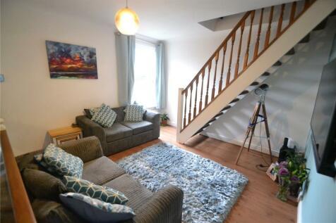 Harwoods Road, Watford, WD18. 2 bedroom maisonette