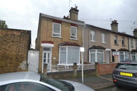 Estcourt Road, Watford, Herts, WD17. 3 bedroom end of terrace house