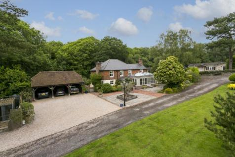 Hanging Birch Lane, Horam, Heathfield, East Sussex, TN21. 4 bedroom equestrian facility