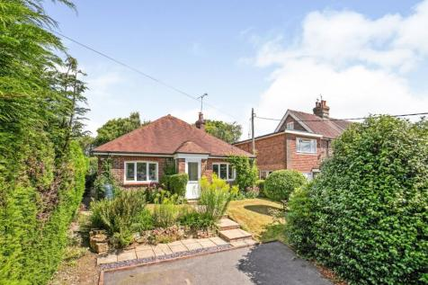 Heathfield Road, Burwash Weald, Etchingham, East Sussex, TN19. 4 bedroom bungalow