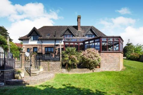 Hailsham Road, Heathfield, East Sussex, TN21. 4 bedroom detached house