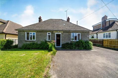 Shrub Lane, Burwash, Etchingham, East Sussex, TN19. 4 bedroom bungalow