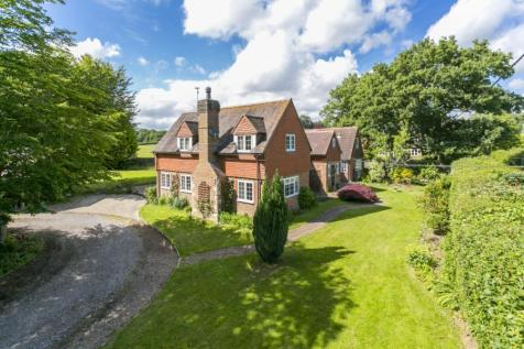 Vines Cross, Heathfield, East Sussex, TN21. 5 bedroom detached house