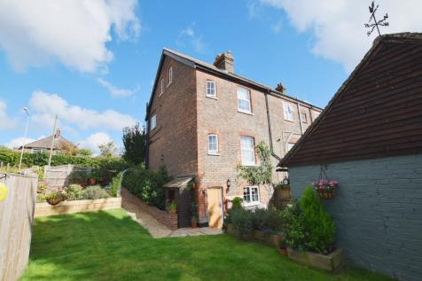 Hailsham Road, Heathfield, East Sussex, TN21. 3 bedroom semi-detached house