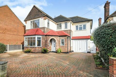 Links Avenue, Gidea Park, Romford. 4 bedroom detached house for sale