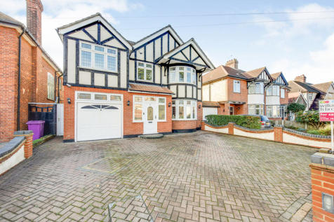 Pettits Lane, Romford. 5 bedroom detached house for sale