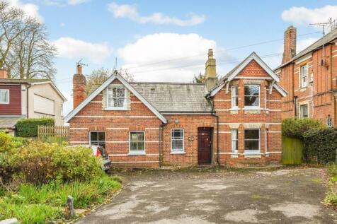 Henley Road, Caversham, Reading. 4 bedroom detached house for sale