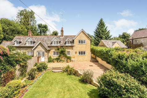 St Hill Green, EAST GRINSTEAD. 4 bedroom semi-detached house