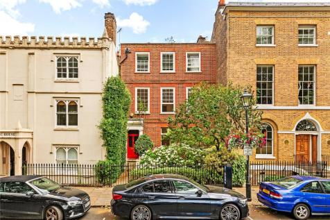The Green, Richmond, Surrey, TW9. 6 bedroom terraced house