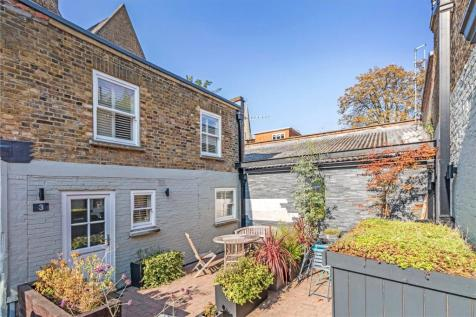 Foxton Mews, Richmond, Surrey, TW10. 3 bedroom terraced house