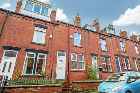 Moorfield Avenue, Armley. 2 bedroom terraced house for sale