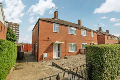Whincover Gardens, Farnley. 3 bedroom semi-detached house for sale