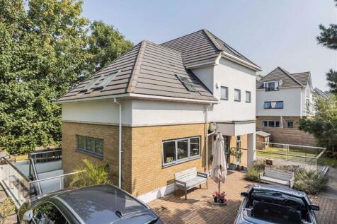 Dinton Road, Kingston Upon Thames, KT2. 5 bedroom detached house