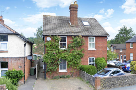 New Road, Chilworth, Guildford. 2 bedroom semi-detached house
