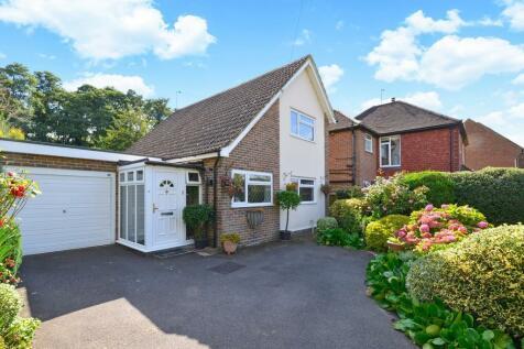 Dorking Road, Chilworth, Guildford GU4 8NR. 2 bedroom detached house
