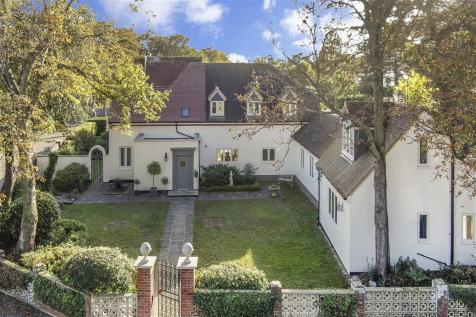 Northcliffe Gardens, Broadstairs, Kent. 5 bedroom detached house for sale