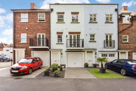 New Park Road, Chichester, West Sussex, PO19. 3 bedroom terraced house for sale