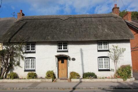 Blandford Road, Shillingstone, Blandford Forum, Dorset. DT11 0SF. 3 bedroom detached house