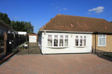 Harlington Road, Hillingdon, UB8. 3 bedroom semi-detached bungalow