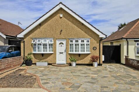 Bourn Avenue, Hillingdon, UB8. 3 bedroom detached bungalow
