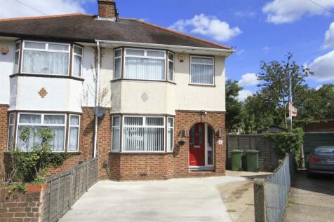 Fountain Close, Hillingdon, UB8. 3 bedroom semi-detached house