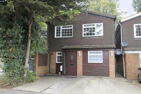 Hilliers Avenue, Hillingdon, UB8. 4 bedroom detached house