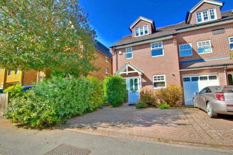 Crescent Road, Bromley. 4 bedroom end of terrace house