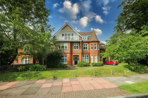 Kingswood Road, Bromley. 1 bedroom ground floor flat