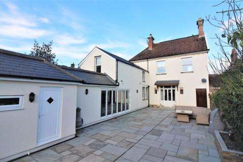 High Street, Chard. 4 bedroom end of terrace house