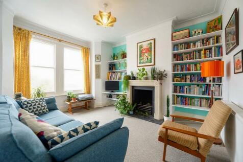 Athenlay Road, Nunhead, SE15. 2 bedroom flat